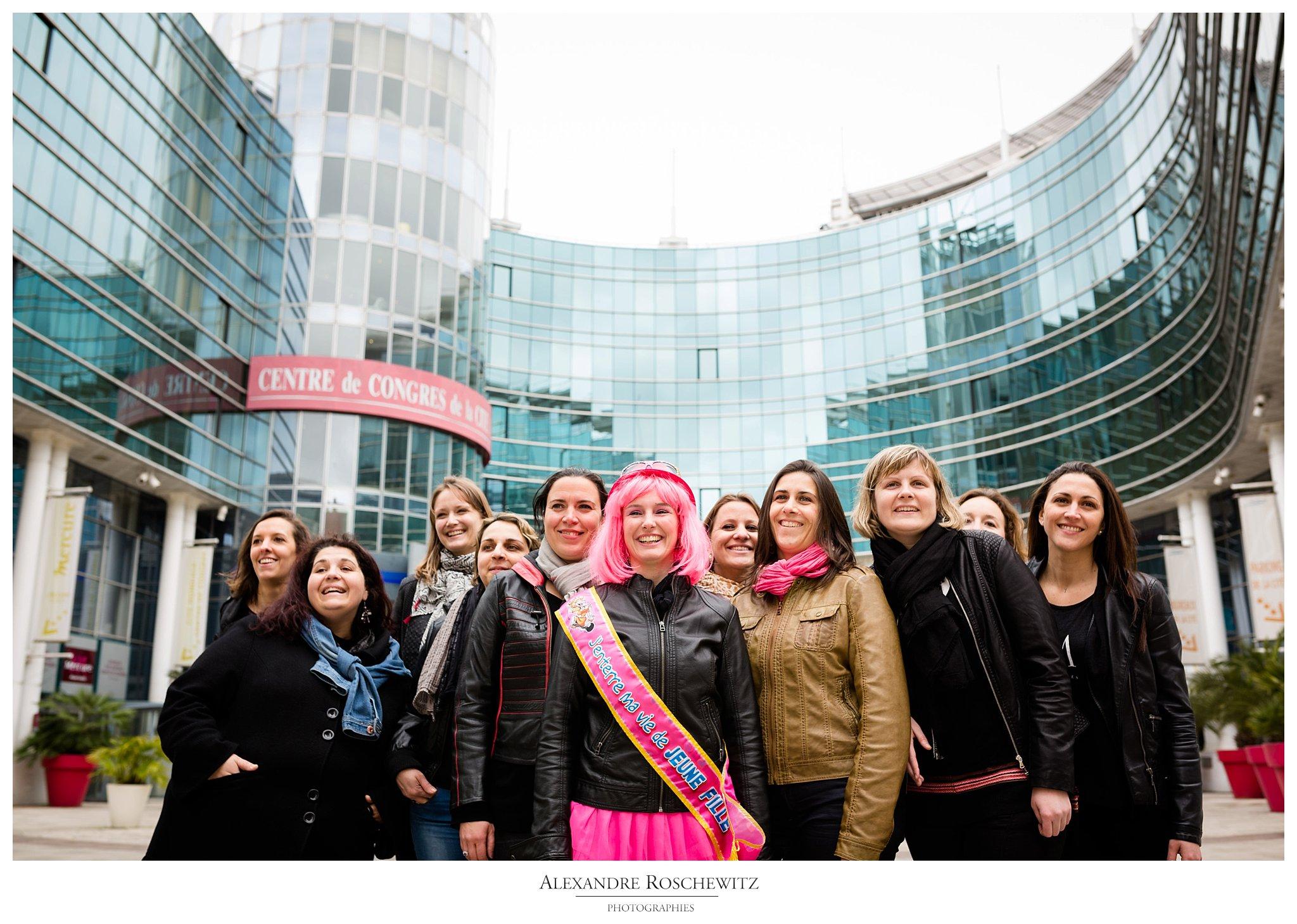 Les photos de la séance EVJF à Bordeaux centre de Chrystelle et ses 10 amies. Alexandre Roschewitz Photographies