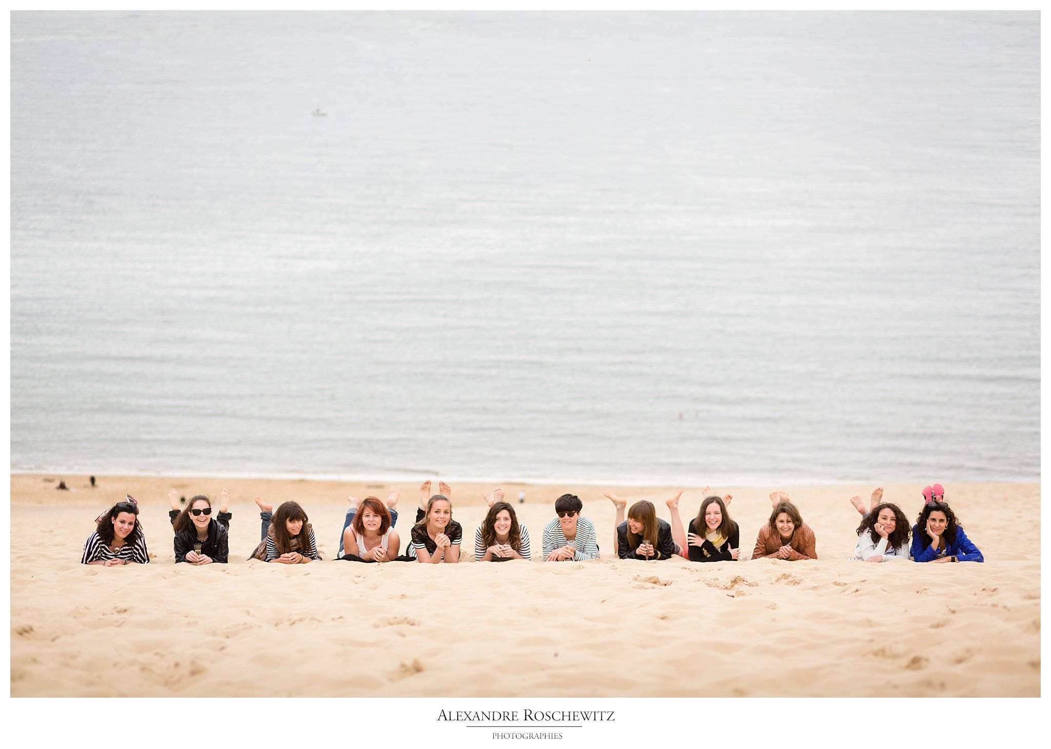 La séance photo EVFJ de Sarah à la Dune du Pilat, avec 11 de ses amies. Alexandre Roschewitz Photographies