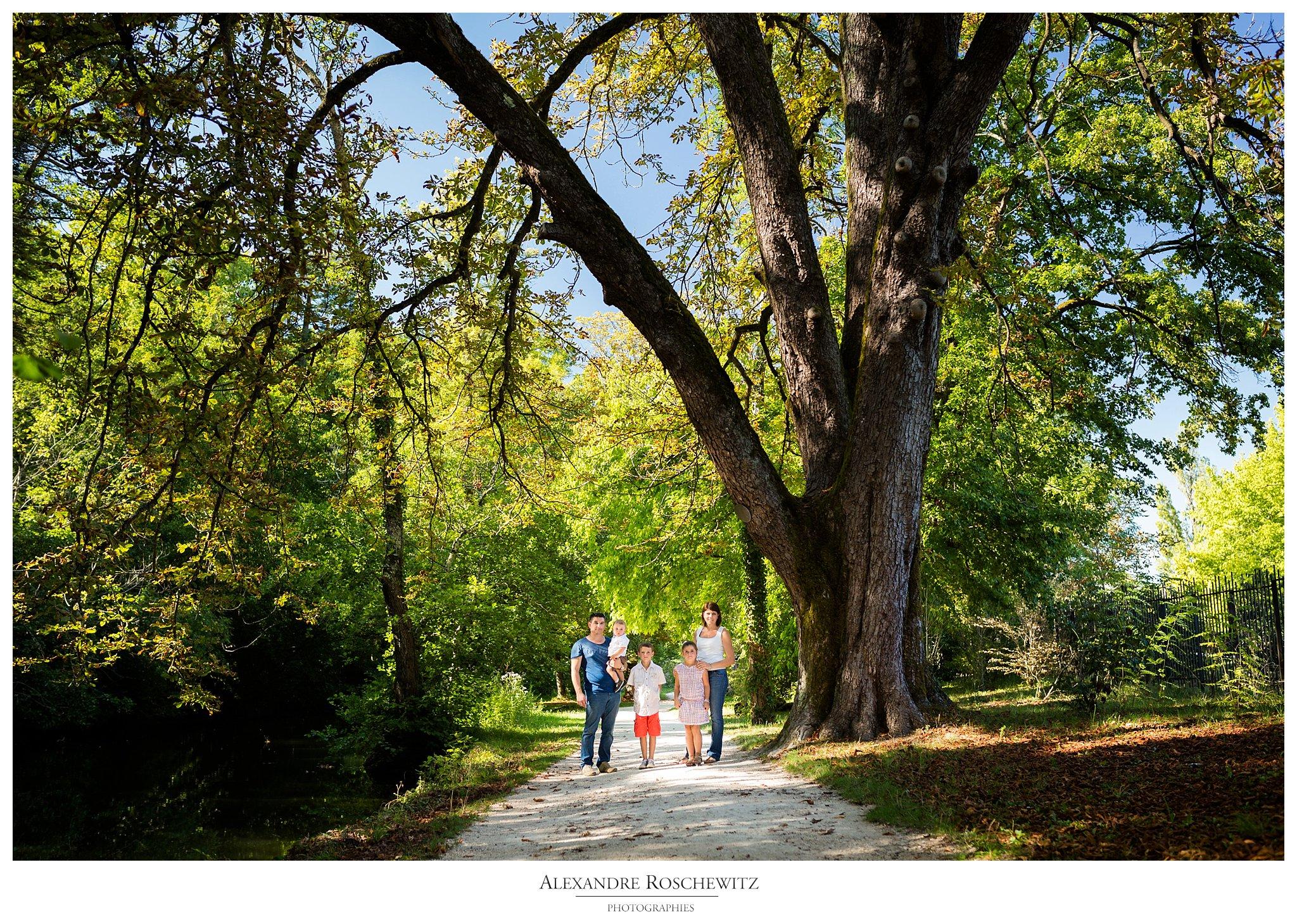 Les photos de la séance famille d'Emilien et sa famille au Parc Majolan de Blanquefort. Alexandre Roschewitz Photographies