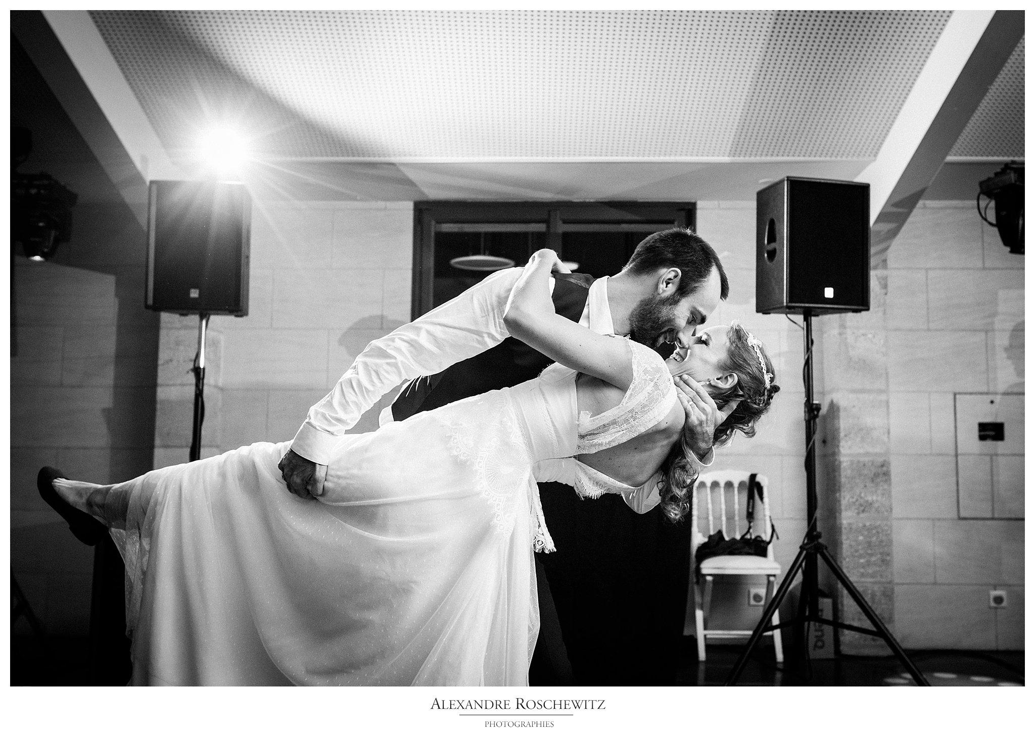Un aperçu photo du mariage de Nathalie et Nicolas à Bordeaux, Le Bouscat et au Domaine de Conseillant à Cubzac-Les-Ponts. Alexandre Roschewitz Photographies.