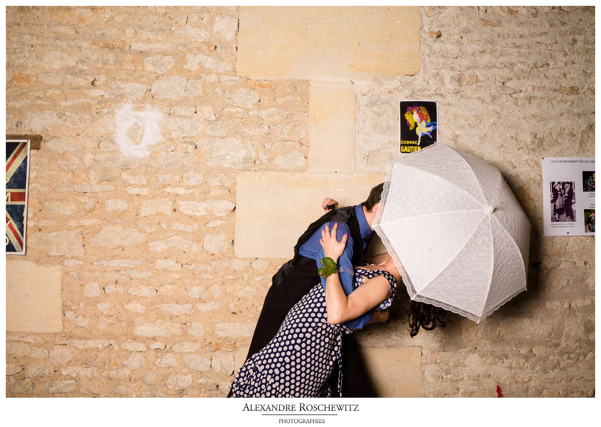 Les photos du photobooth du mariage de Julie et Pierre-Yves au Quai des Pontis à Cognac. Alexandre Roschewitz Photographies