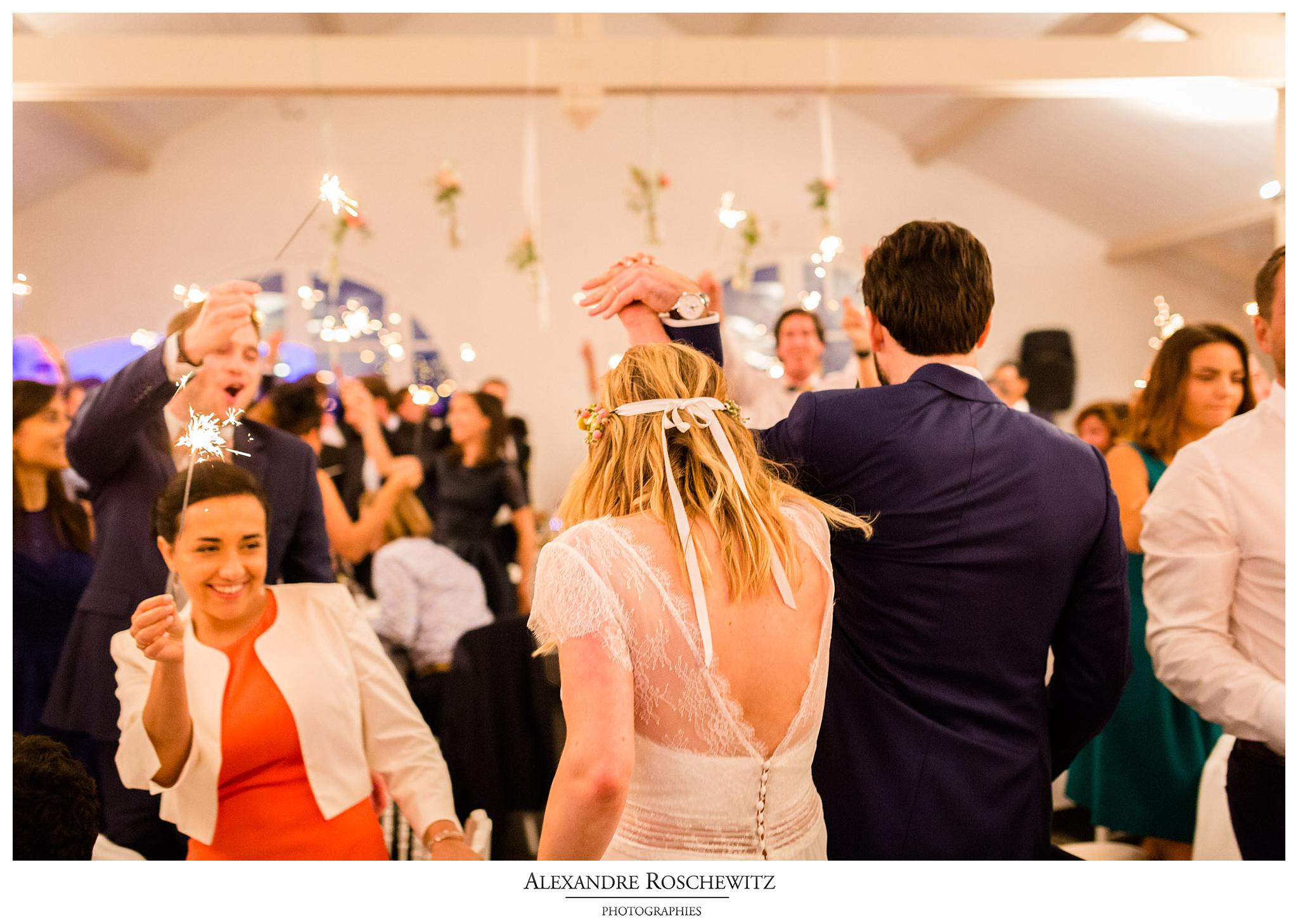Un aperçu des photos du mariage laique de Jennifer et Thomas au Domaine de Larchey et au Château Larrivet Haut Brion. Alexandre Roschewitz Photographies