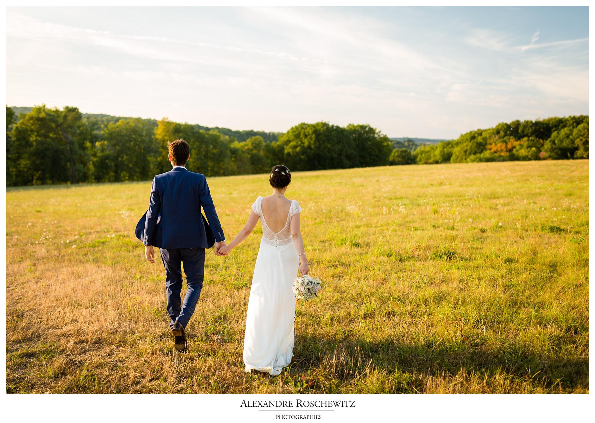 Un aperçu des photos du mariage de Soline et Quentin en Dordogne, aux Eysies de Tayac, à l'Abbaye de Cadouin et au Château de la Bourlie. Alexandre Roschewitz Photographies