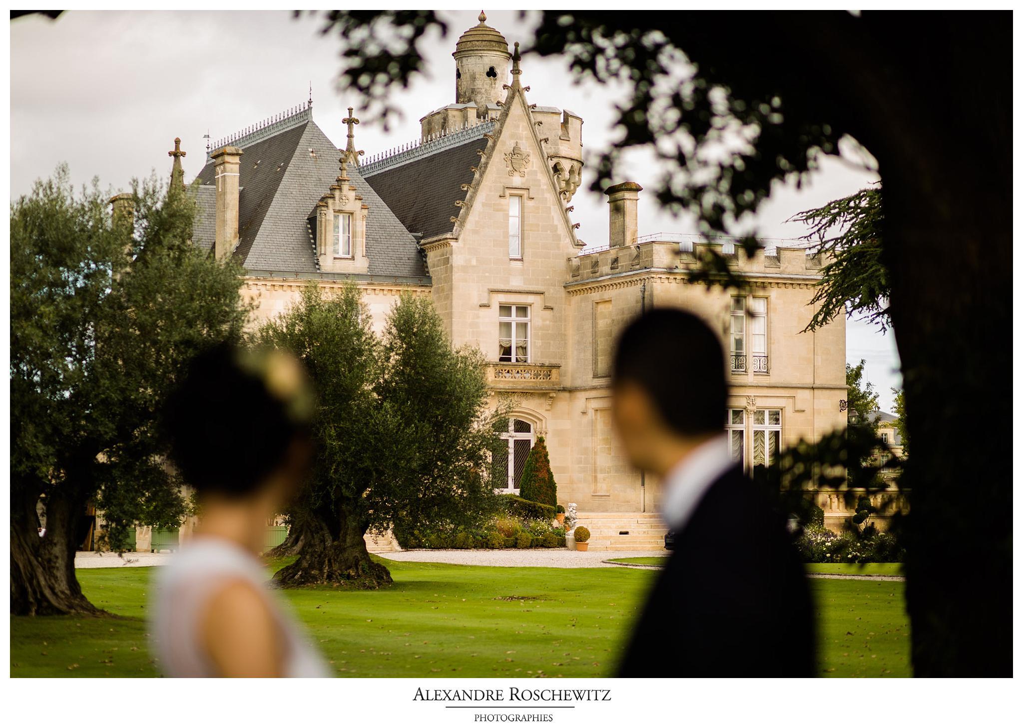 Les photos des fiançailles de Q+Z au Chateau Pape Clement à Pessac, avant leur prochain mariage. Alexandre Roschewitz Photographies