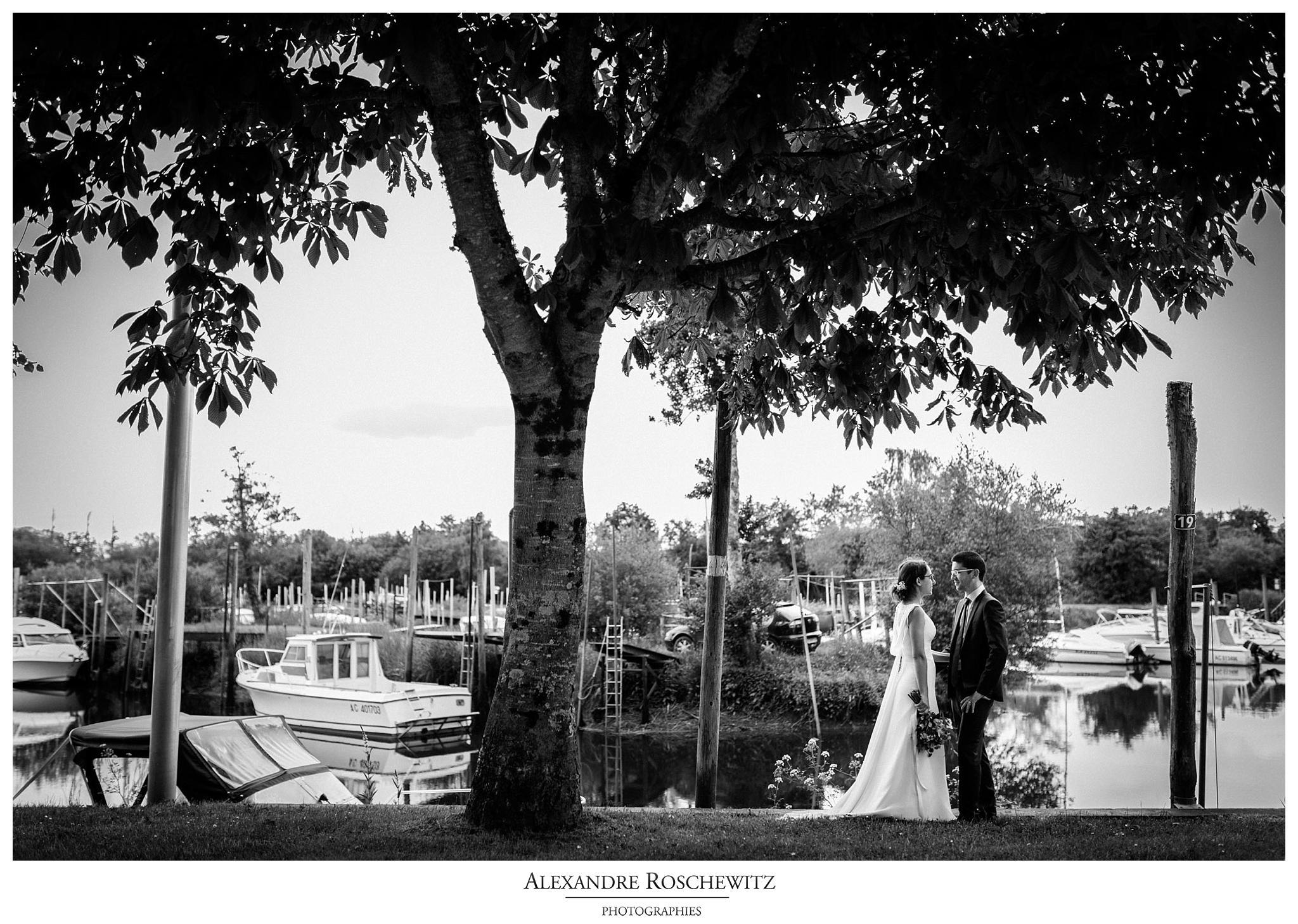 La séance Day After du mariage de Christelle et Guillaume au port de Biganos et à la Dune du Pilat. Alexandre Roschewitz Photographies