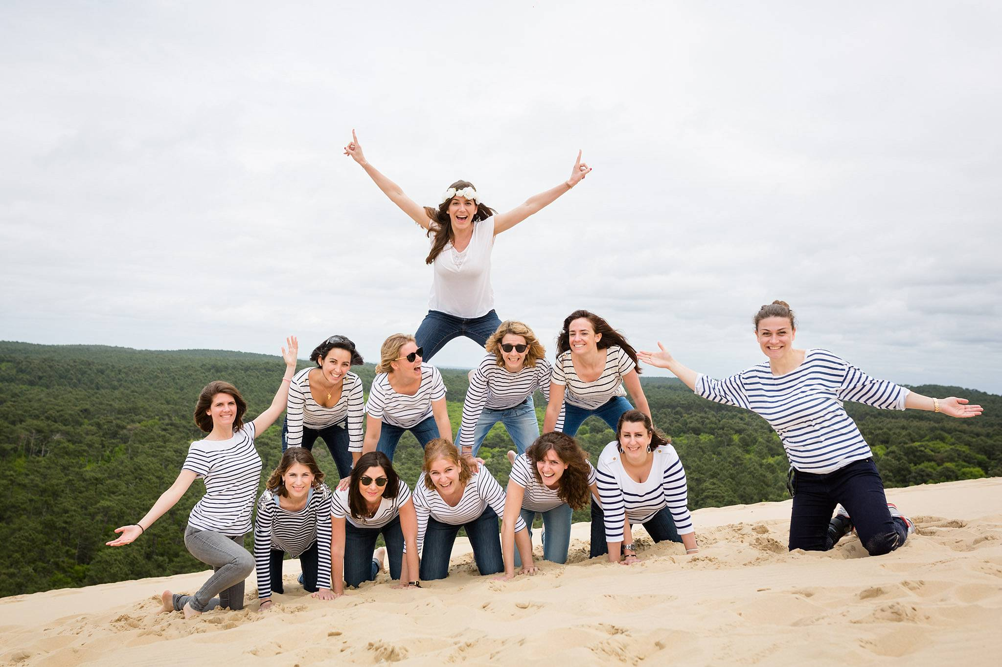 Les photos de la séance EVJF de Marion à la Dune du Pilat et la Co(o)rniche. Alexandre Roschewitz Photographies, photographe EVJF Arcachon.