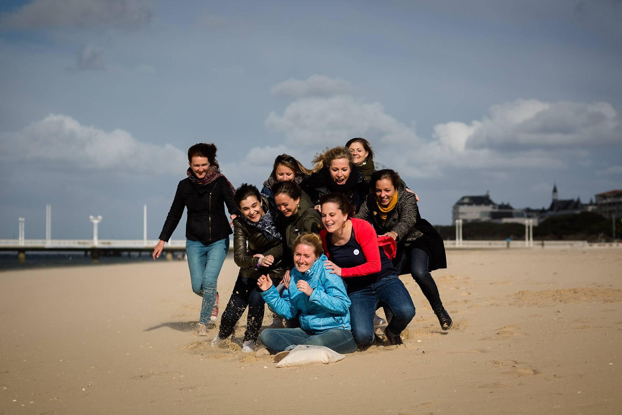 La séance photo de l'EVJF de Fanny à Arcachon en Gironde, son parc mauresque et sa plage ! Alexandre Roschewitz Photographies.