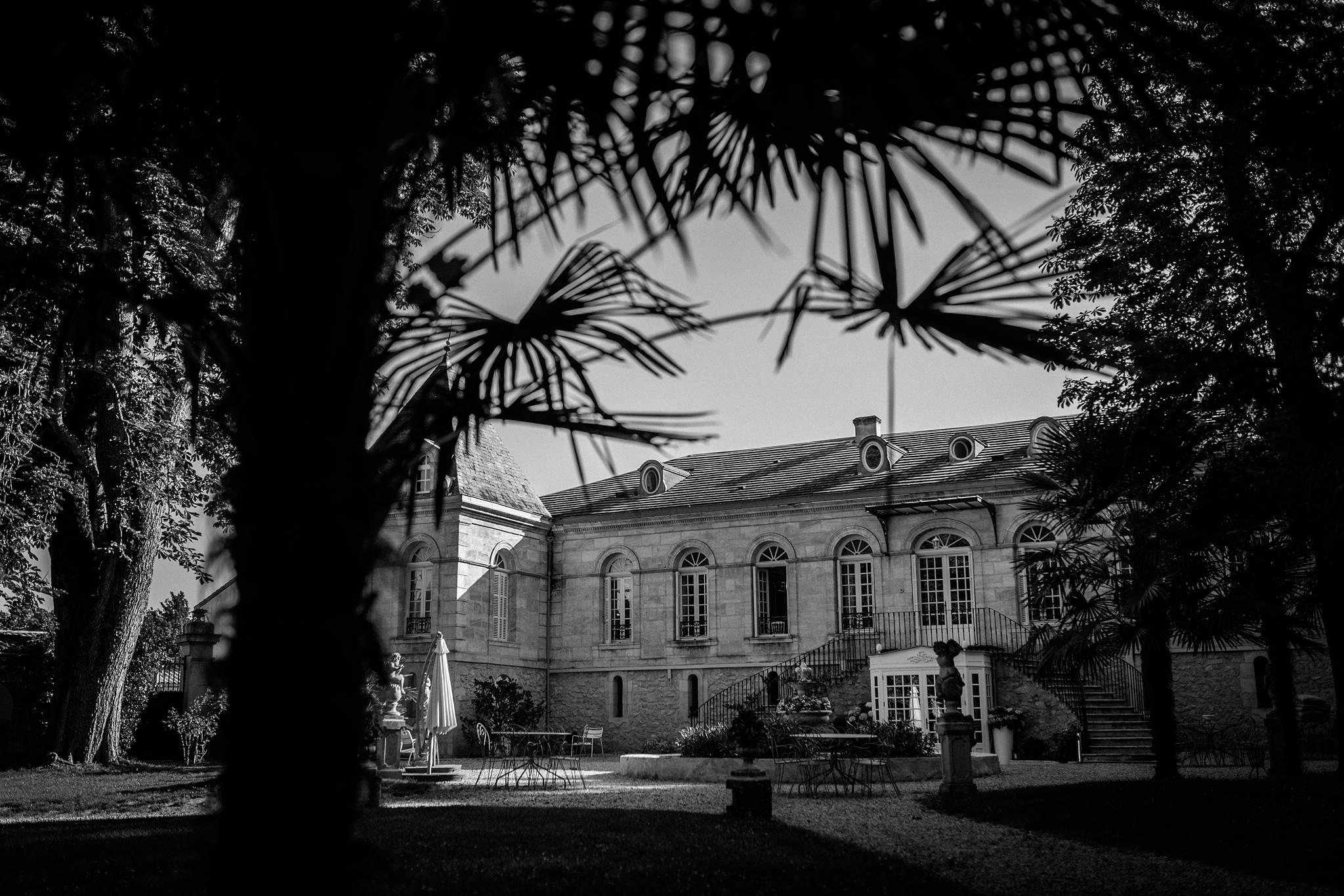 Un aperçu des photos mariage d'Aurore et Grégory dans les jardins de la Chartreuse des Eyres de Podensac, ainsi qu'à la mairie et l'église de Pessac.