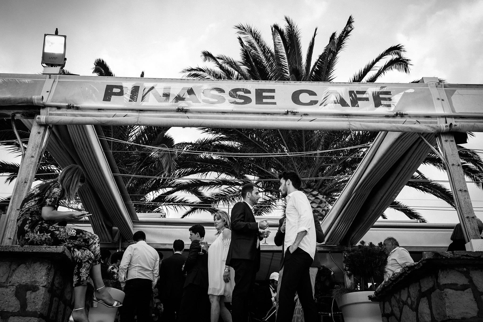 Le photoreportage du mariage de C+B au Cap Ferret, à la Mairie, à l'Eglise Notre-Dame des Flots et au Pinasse Café, devant le bassin d'Arcachon.