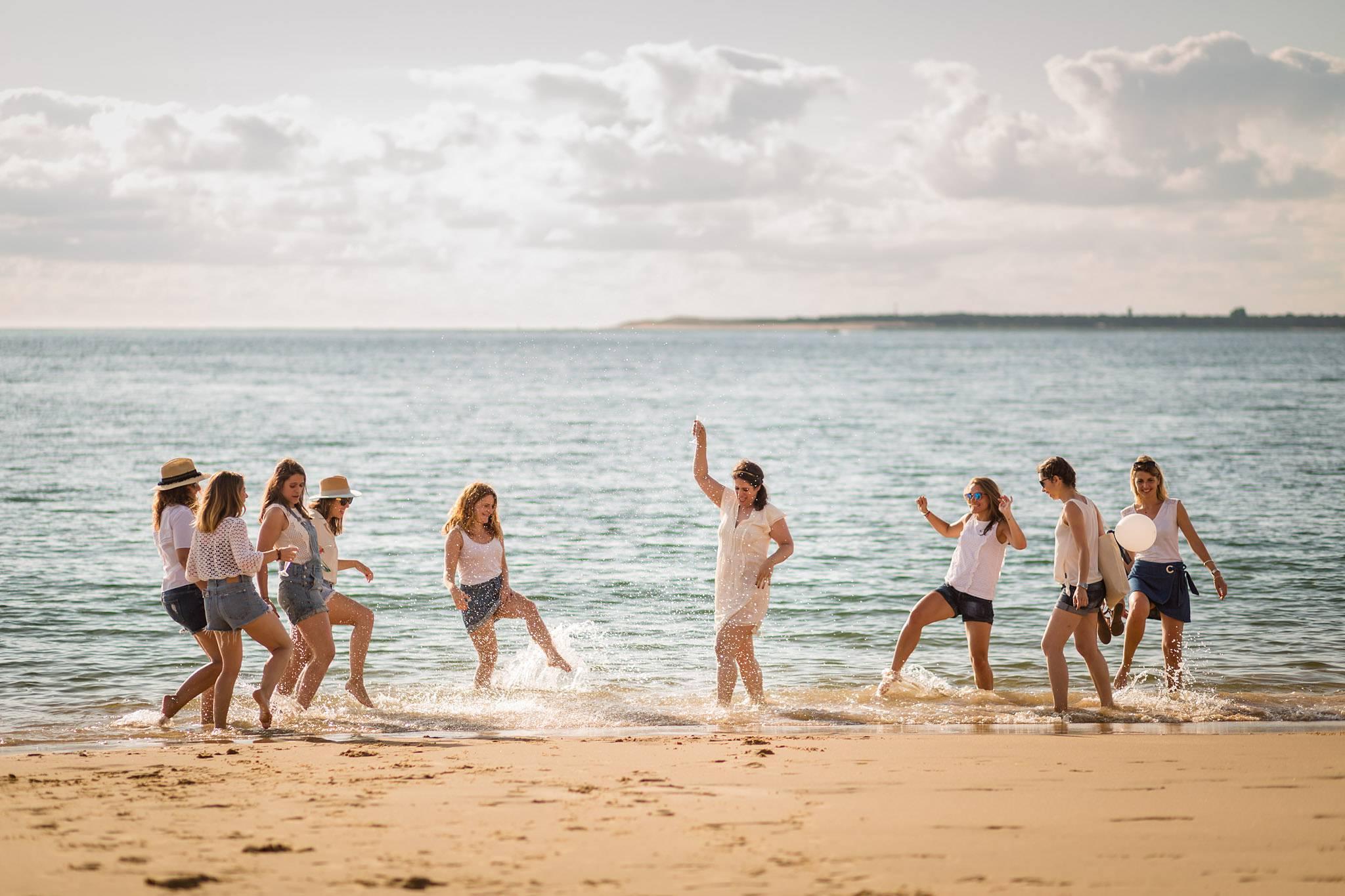 Les photos de la séance EVJF d'Anne à la Corniche d'Arcachon et à la Dune du Pilat. Alexandre Roschewitz, photographe EVJF bassin d'Arcachon.