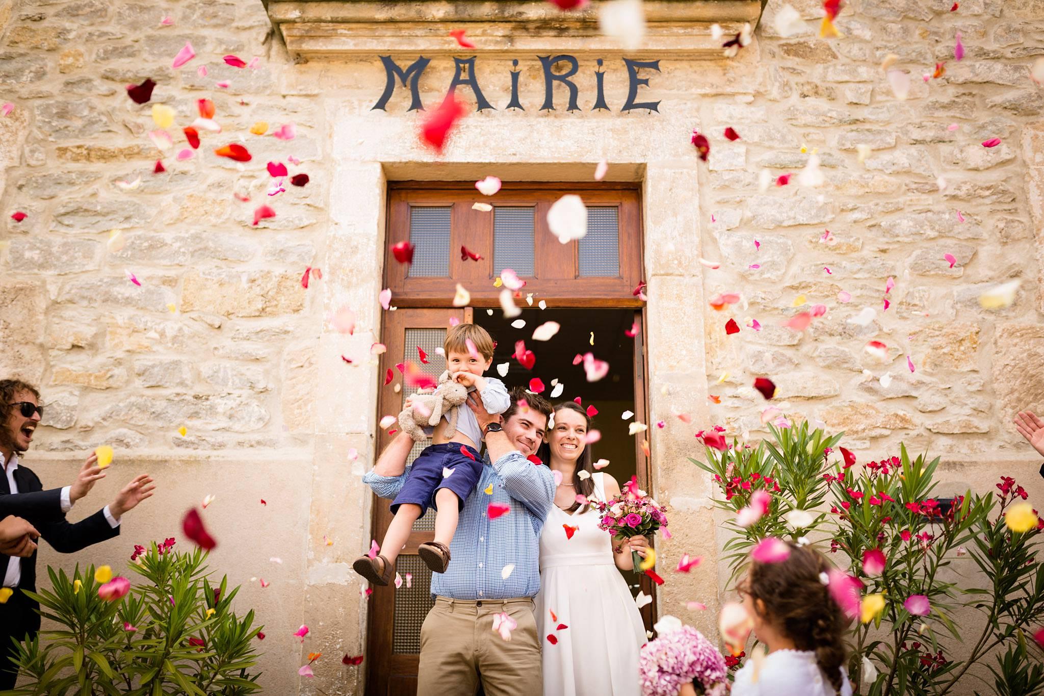 Photo du mariage de Oriane Guillaume à Privas / Lyas et au Château de Liviers en Ardèche, avec sa cérémonie laique en plein air dans le jardin et photobooth.