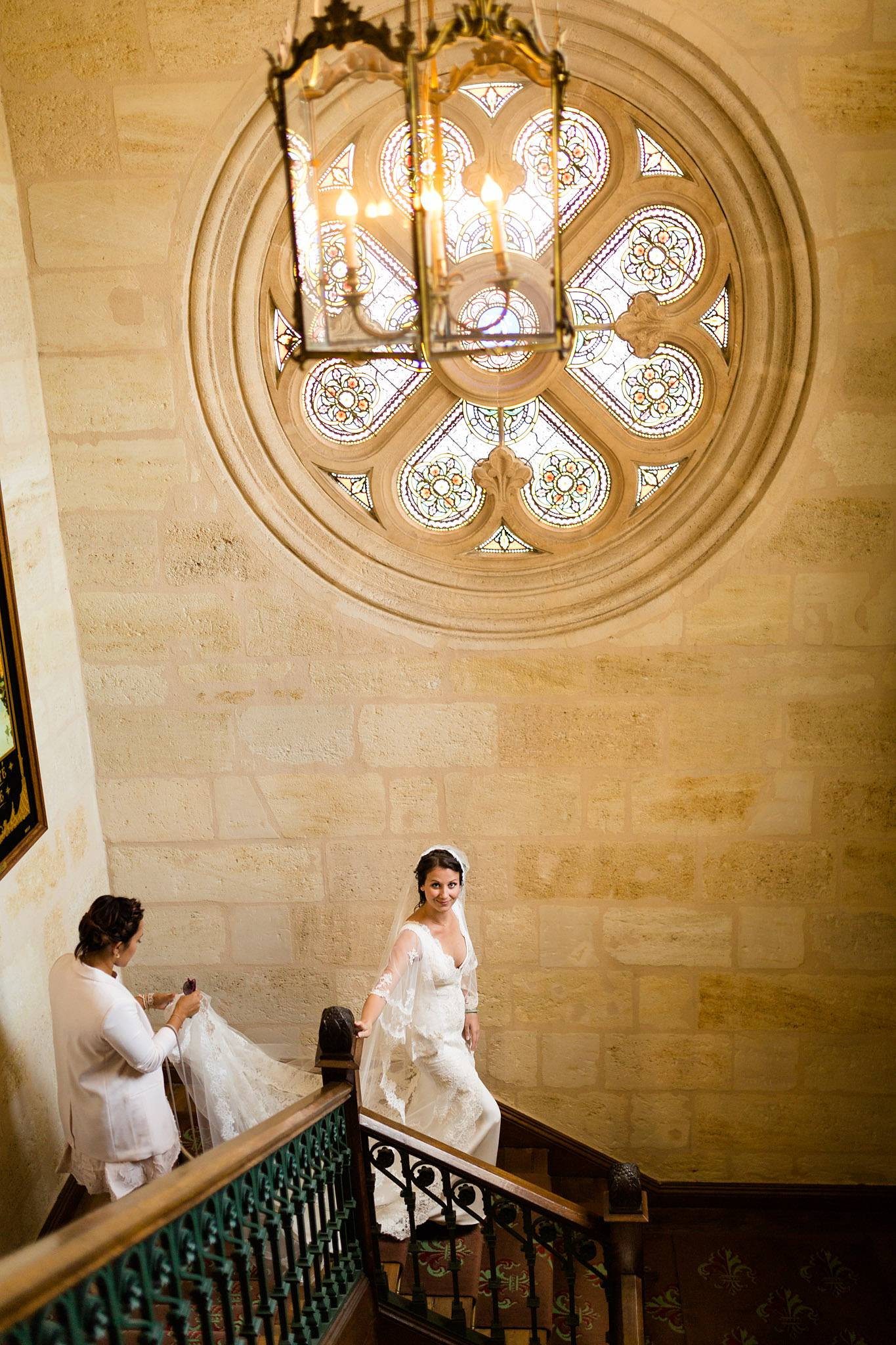 Quelques photos du reportage mariage civil et laïque de Charline et Yohan au Château Pape Clément Grand Cru Pessac. Photographe mariage Gironde.
