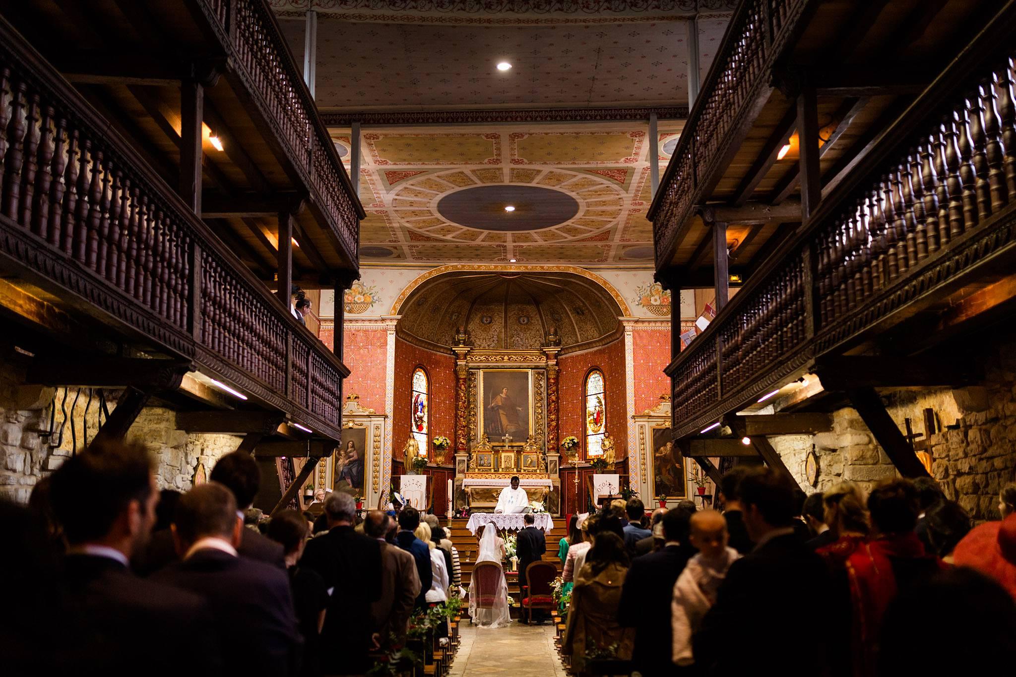 Quelques photos du mariage de Florine et Martial au Château de Brindos, à Bayonne et à l'Eglise Saint-Laurent d'Arbonne. Photographe Pays Basque.