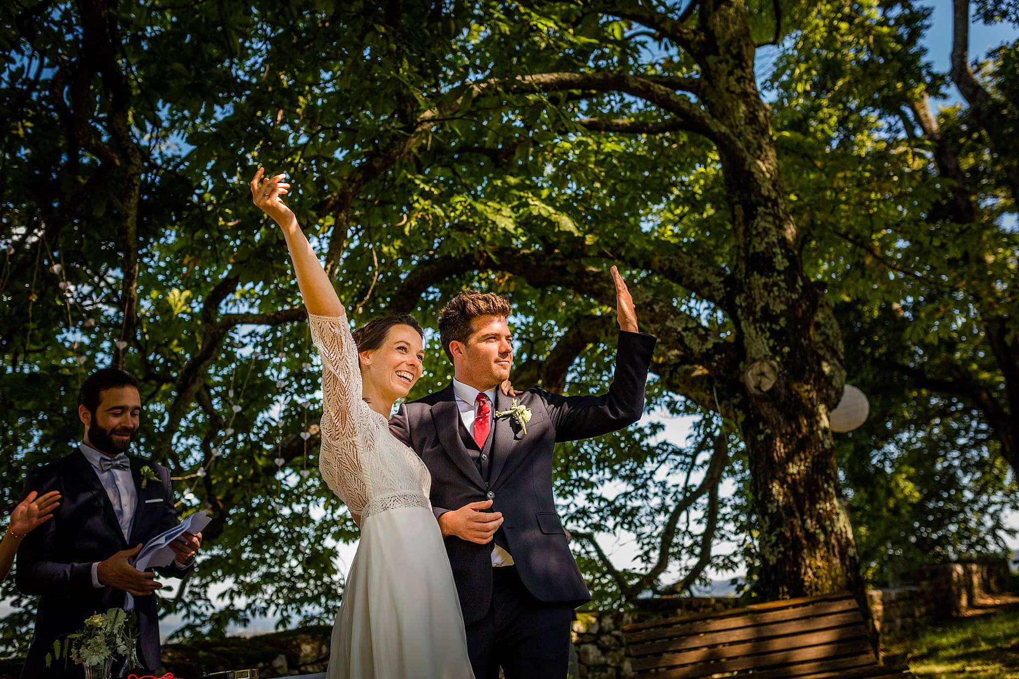 Photo de mariage cérémonie laïque en Ardèche au Château Liviers.