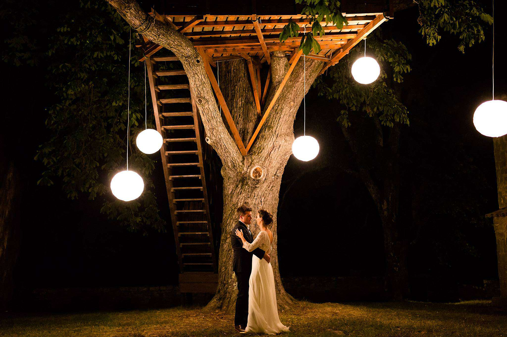 photo de mariage et couple intime en Ardèche. Photographe Château Liviers.