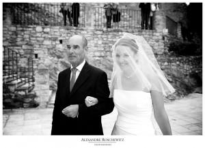 Les photos du mariage d'Albane et Christophe à Uchaux. Cérémonies civiles et religieuses à Uchaux, cocktail et soirée à La ferme du Pezet, avec un lâché de lanternes thaïlandaises !