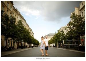 La séance engagement d'Angélique et Aurélien à Bordeaux centre, avant leur mariage à Arcachon et Lanton. Alexandre Roschewitz Photographies.