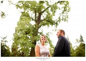 La séance Day After d'Olivia et Cyril au Jardin Public de Bordeaux, après leur mariage au Château Pape Clément. Alexandre Roschewitz Photographies.