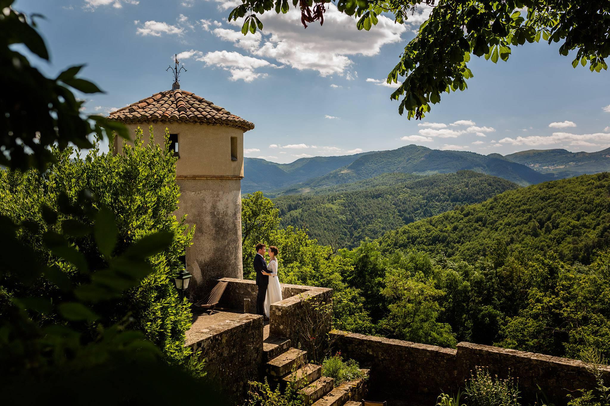 Photographe mariage en Ardeche Privas Lyas - Château de Liviers - Cérémonie laïque jardin plein air