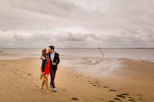 Les photos de la séance engagement à Andernos, dans la nature du bassin d'Arcachon en Gironde, de Valérie et Adrien, avant leur mariage en Dordogne en 2018.