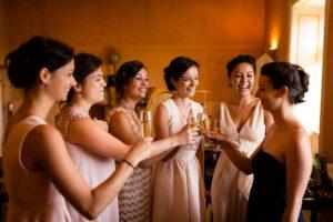 Photographe mariage chic et joyeux au Château Liviers en Ardèche.