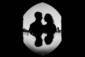Séance engagement urbaine avant un mariage à Bordeaux