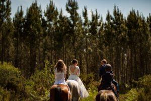 mariage arrivée à cheval