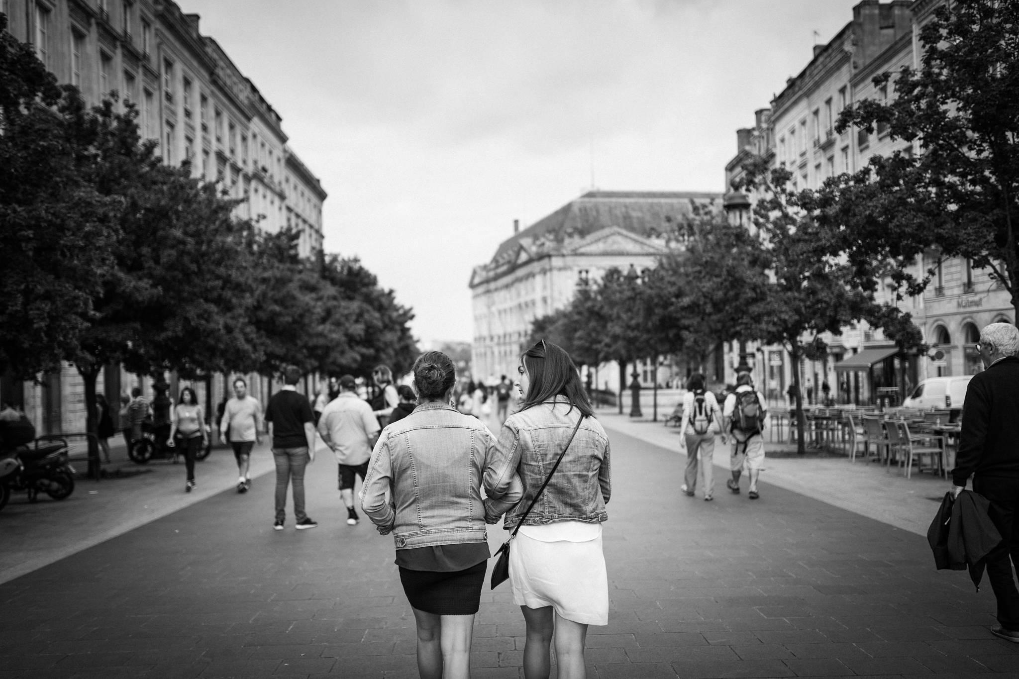 L'EVJF à Bordeaux de Nelly. Une séance photo enterrement de vie de jeune fille originale et fun ! Alexandre Roschewitz, Photographe EVJF et Mariage Bordeaux.