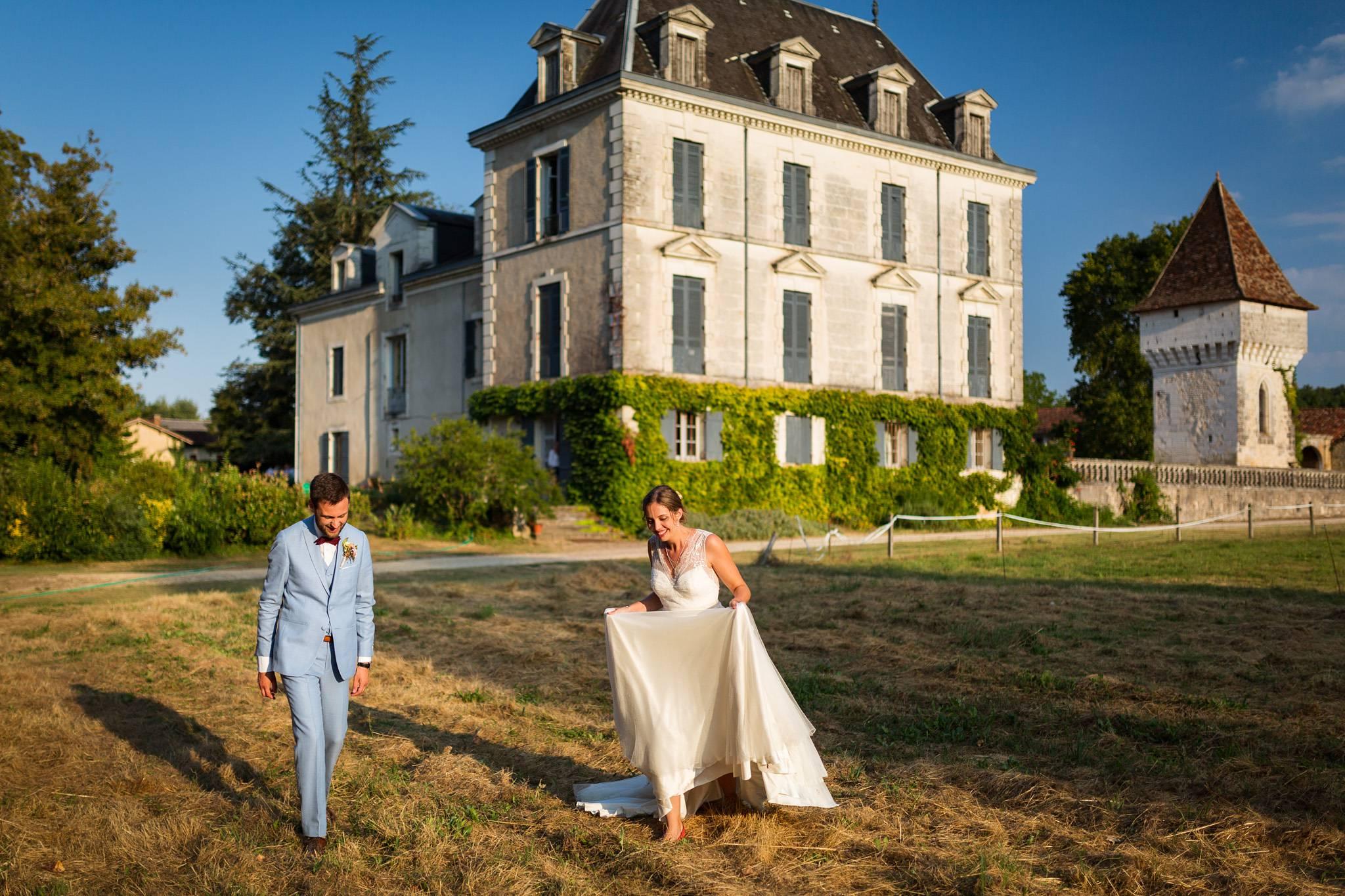 Reportage photo du mariage au Domaine de Montplaisir à Condat-sur-Trincou en Dordogne, avec Valérie et Adrien, sur le thème de l'aventure.