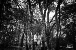 Les photos de la séance engagement de Marion et Jérémy, venus de Californie, juste avant leur mariage en Gironde. Des photos au coucher du soleil
