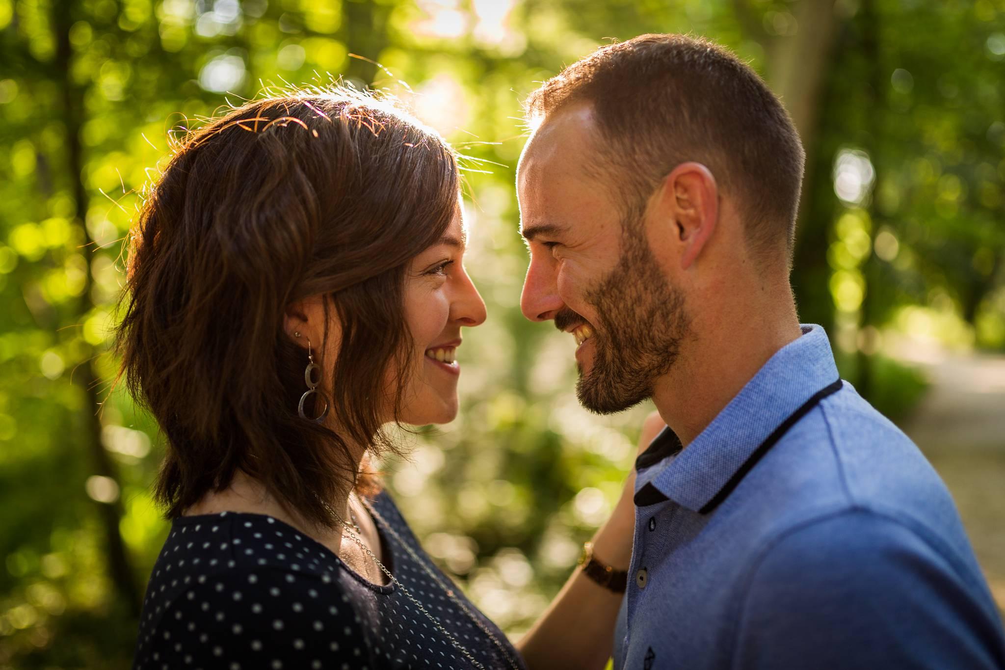 Les photos de grossesse et couple de Maud et Anthony, au Parc de Majolan de Blanquefort, en Gironde. Après leur mariage en 2015, voici Maud enceinte.