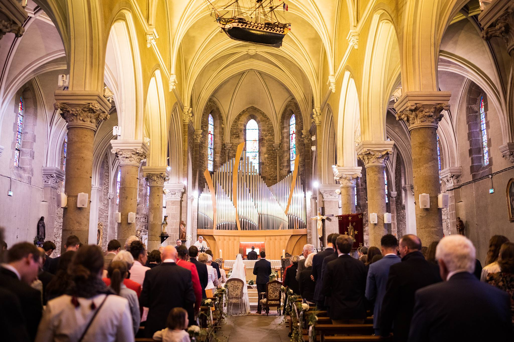 Le reportage photo du mariage civil et Religieux au Pouliguen en Loire-Atlantique, puis au Château de Villeneuve à Guérande. Sans oublier le Brunch !