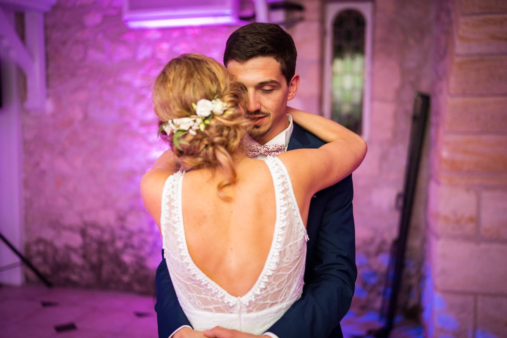 Un teaser du mariage de Fanny et Thomas à la Chartreuse des Eyres à Podensac. Cérémonie Laïque, photobooth et bonne ambiance ! Alexandre Roschewitz photographe.