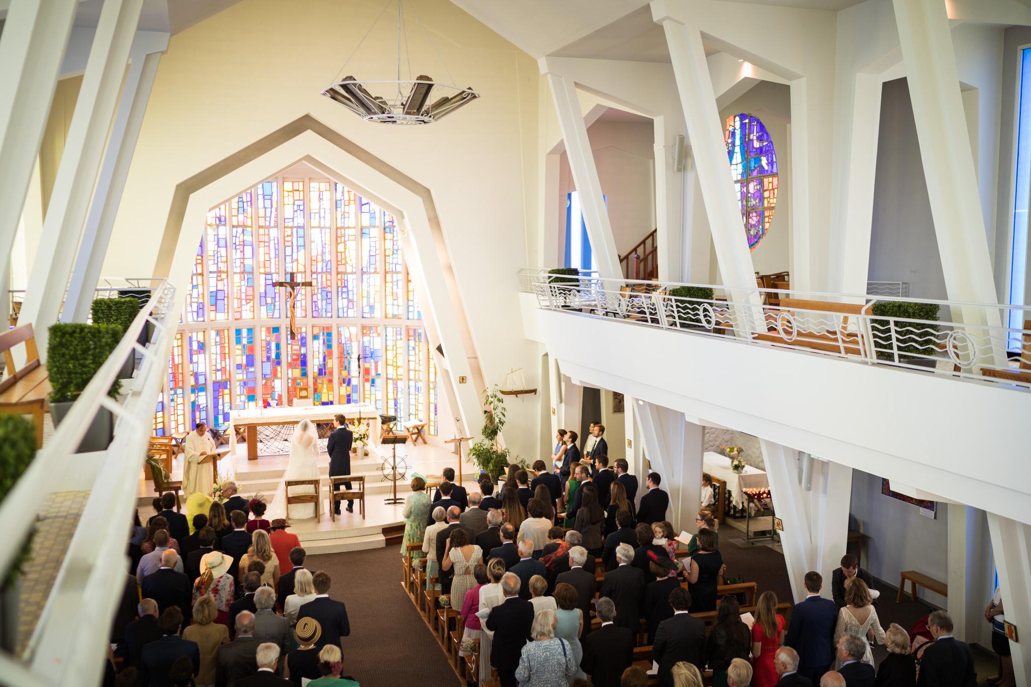 Aperçu du mariage à la maison de Capucine et Jean au Cap Ferret. Cérémonie religieuse à Notre Dame des Flots, Pinasse sur le Bassin d'Arcachon...