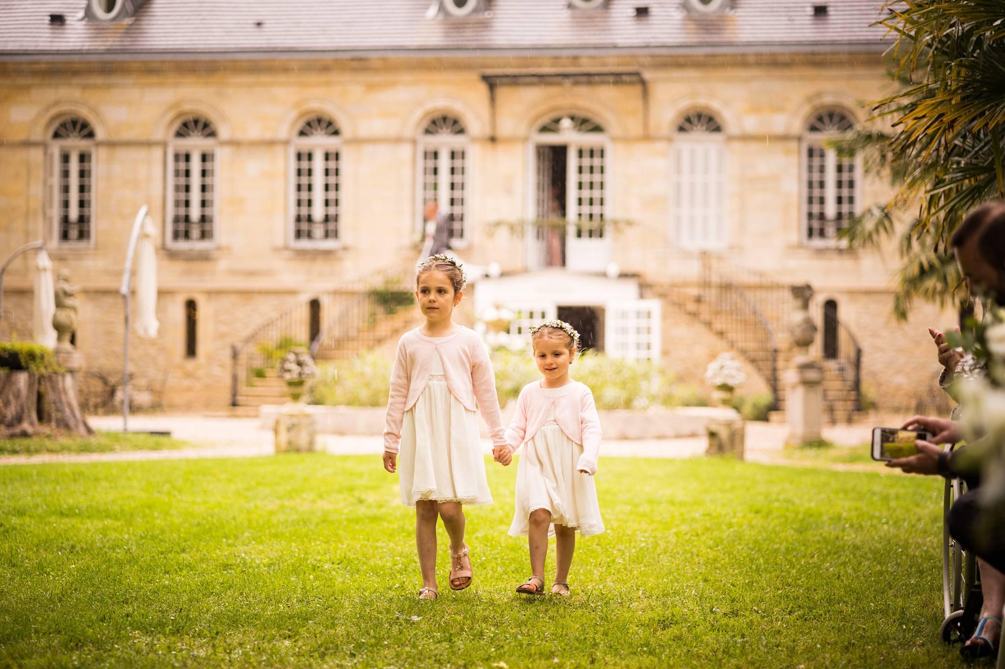 Le reportage photo du mariage et de la cérémonie laïque de Fanny et Thomas à la Chartreuse des Eyres à Podensac. Alexandre Roschewitz photographe.