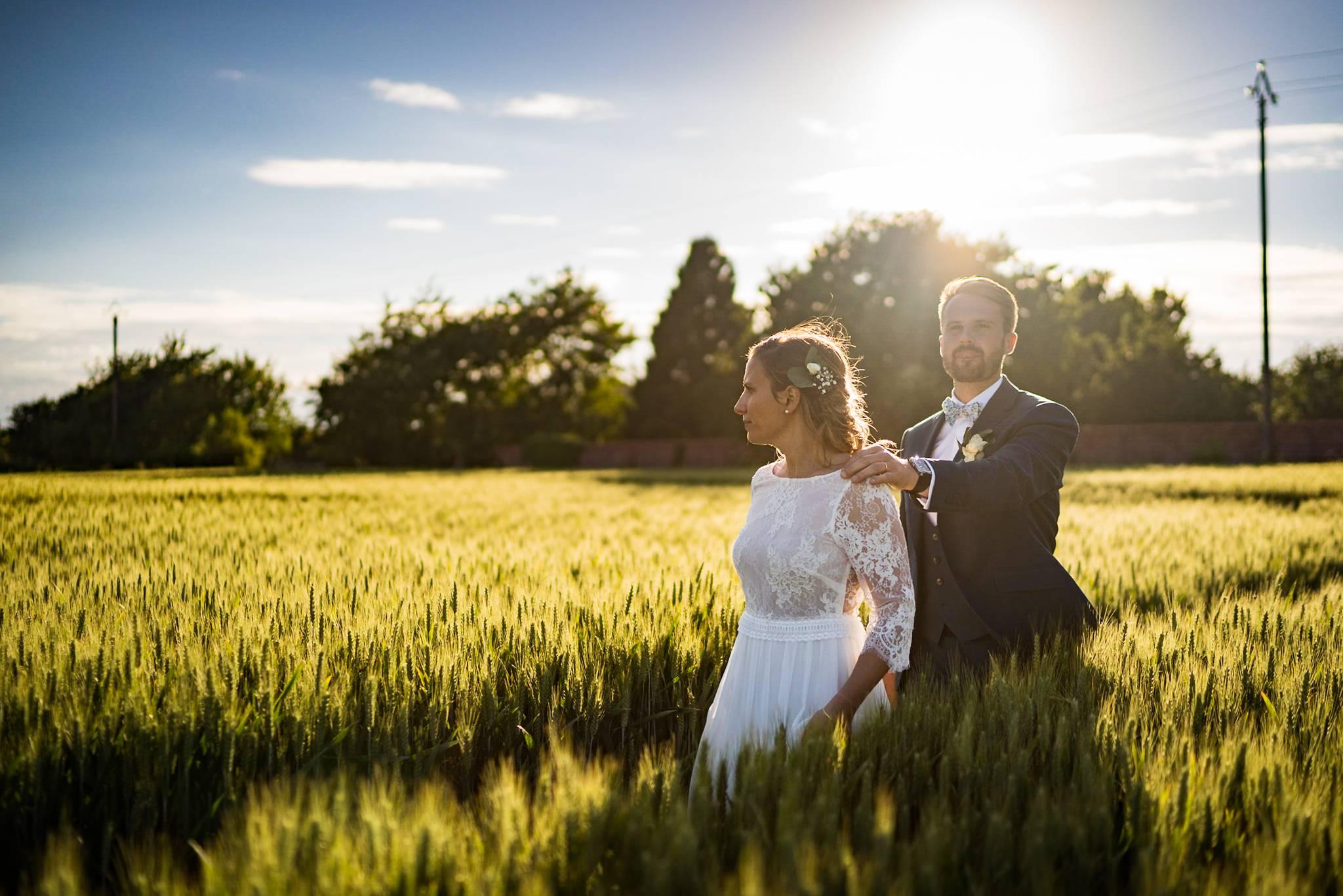 L'aperçu du mariage laïque à la ferme, dans un champ de blé, en Normandie de Mégane et Florian, avec un passage dans la campagne et au Château Gaillard.