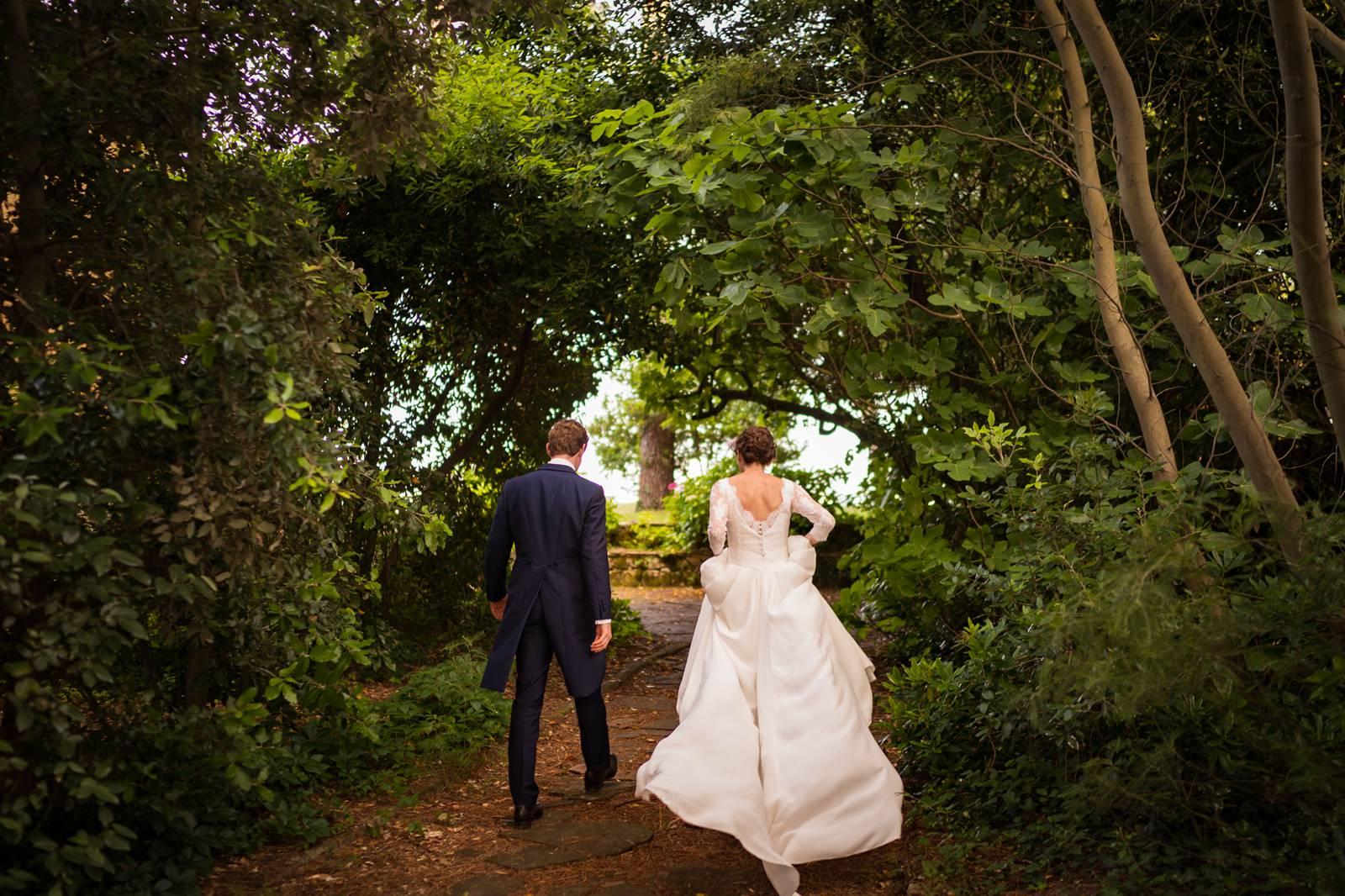 Le reportage photo de mariage à la maison de Capucine et Jean au Cap Ferret. Cérémonie religieuse à Notre Dame des Flots, Pinasse sur le Bassin d'Arcachon...