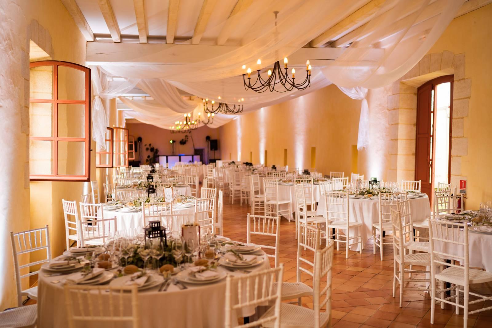 Le reportage photo du mariage civil et religieux de M+F à Salleboeuf et Château de La Loubière à Bonnetan. Alexandre Roschewitz Photographe Mariage.