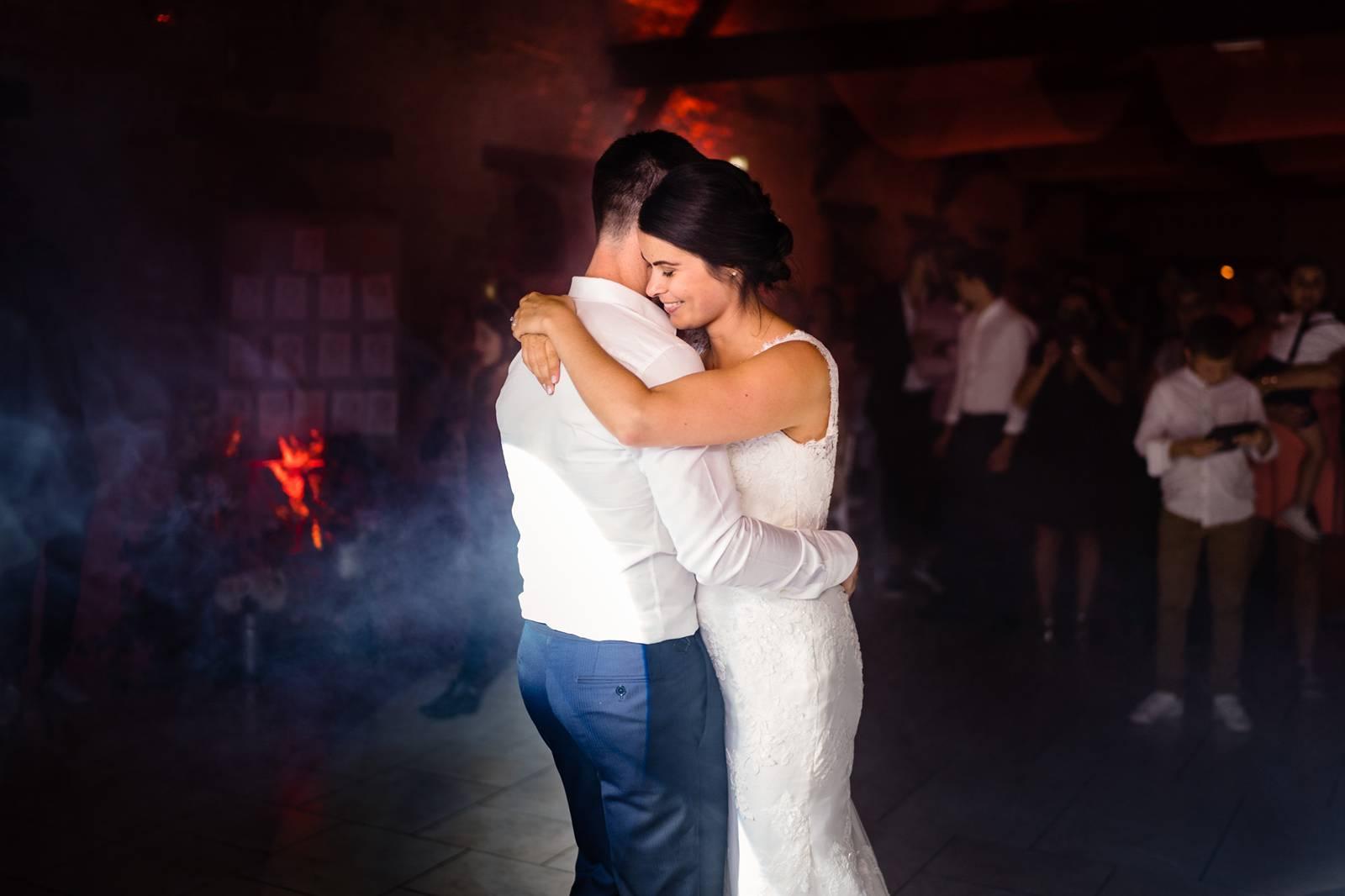 L'aperçu du mariage religieux à Gasny en Normandie de C+Q puis à La Grange de Fontenay.  Drone et Fumigène inclus ! Alexandre Roschewitz Photographe Mariage.