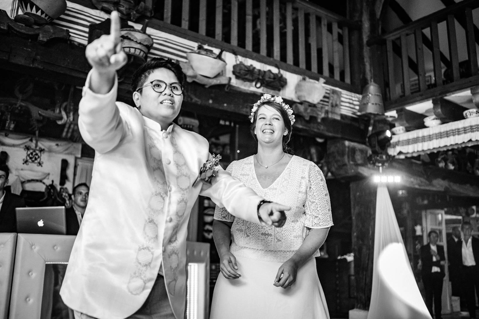 Le reportage mariage laïque franco-philippin de M+J à Bidart puis de la cérémonie Laïque à la Ferme Inharria au Pays Basque.
