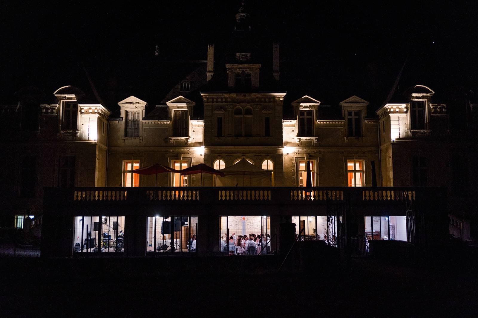 Le teaser du reportage photo de mariage religieux d'Alyssa et Louis au Château de Vair, à Ingrandes et à Montjean-sur-Loire. Photographe mariage Maine et Loire.