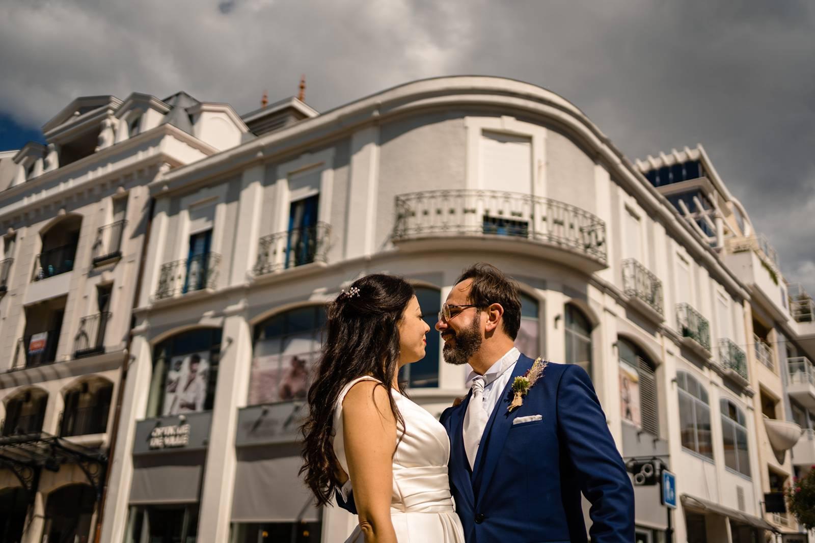 Reportage photo de mariage à la Mairie d'Arcachon, au temple protestant d'Arcachon puis aux Sources de Caudalie. Alexandre Roschewitz, photographe mariage.