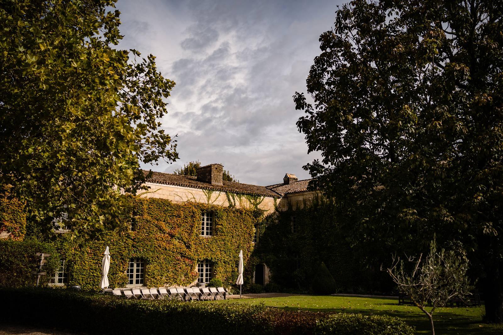 Le teaser du mariage de M+R au Château Rigaud en Gironde, avec une merveilleuse cérémonie laïque et une famille recomposée soudée.