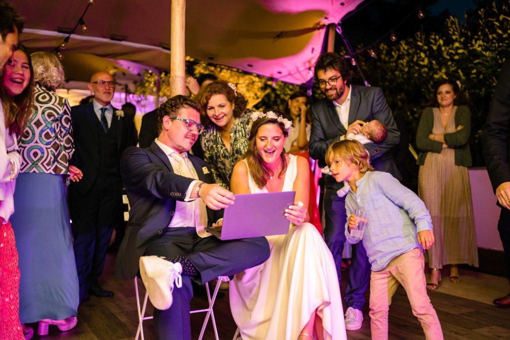 Le teaser du mariage civil non conventionnel de Marion et Julien dans le jardin à Bordeaux. Alexandre Roschewitz, photographe Mariage à Bordeaux.