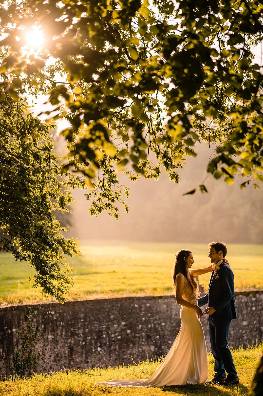 L'aperçu du mariage laïque de Julie et Thomas au Château de Bonnemare en Normandie. Une décoration raffinée et une ambiance folle. Alexandre Roschewitz, photographe mariage au Château de Bonnemare.