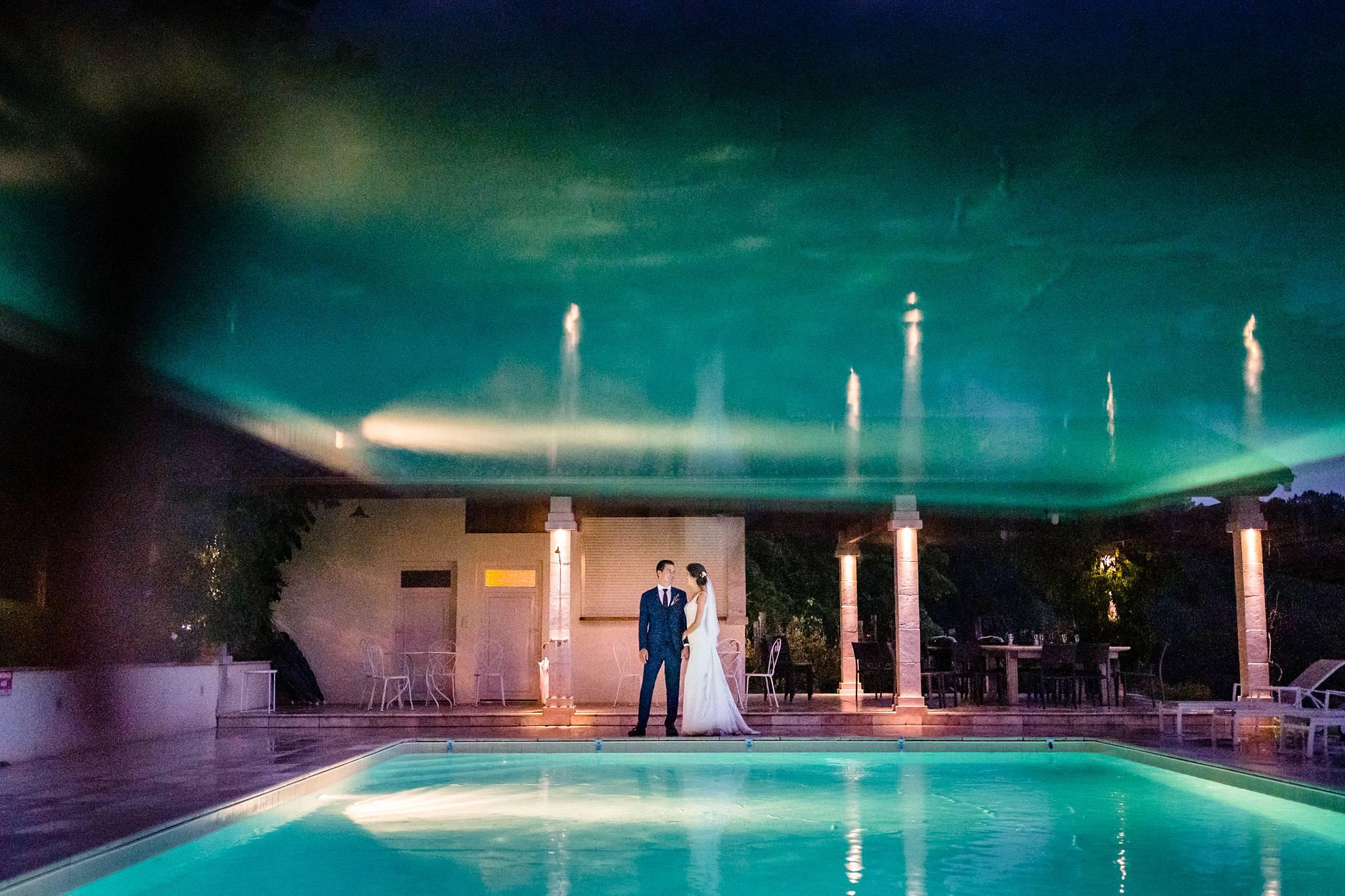 Photos du mariage civil de C+PQ à la Mairie de Bordeaux et du mariage laïque au Domaine de La Fauconnie en Dordogne. Un mariage haut de gamme en Dordogne.
